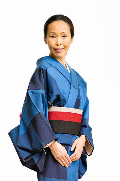 笑う穏やかなマチュア日本人女性の着物 - kimono ストックフォトと画像