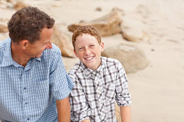 Lächelnd Vater Sohn und liebevolle – Foto