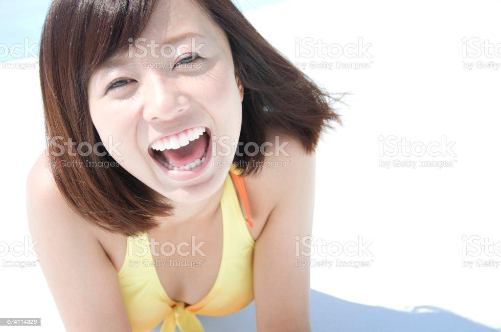 微笑的泳裝女士 免版稅 stock photo