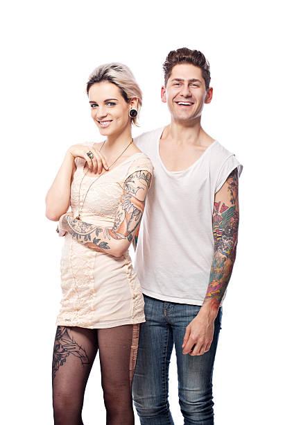 lächeln tattooed paar - ehepaar tattoos stock-fotos und bilder