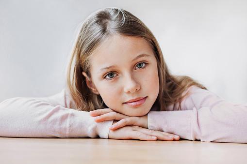 istock Smiling teenage girl portrait 923729440