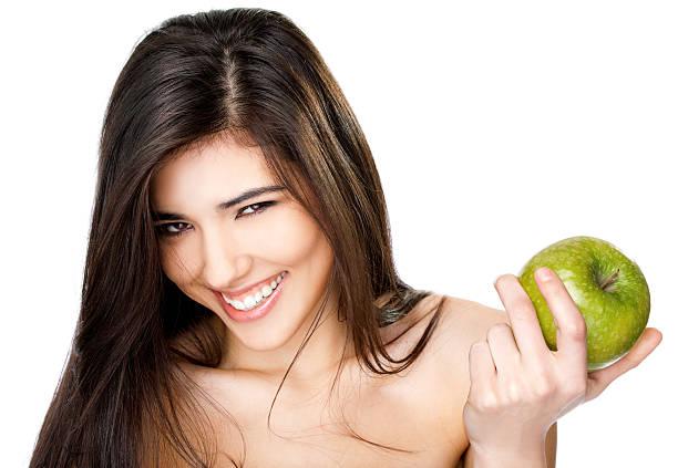 lächelnd topless frau apfel - sexy granny stock-fotos und bilder