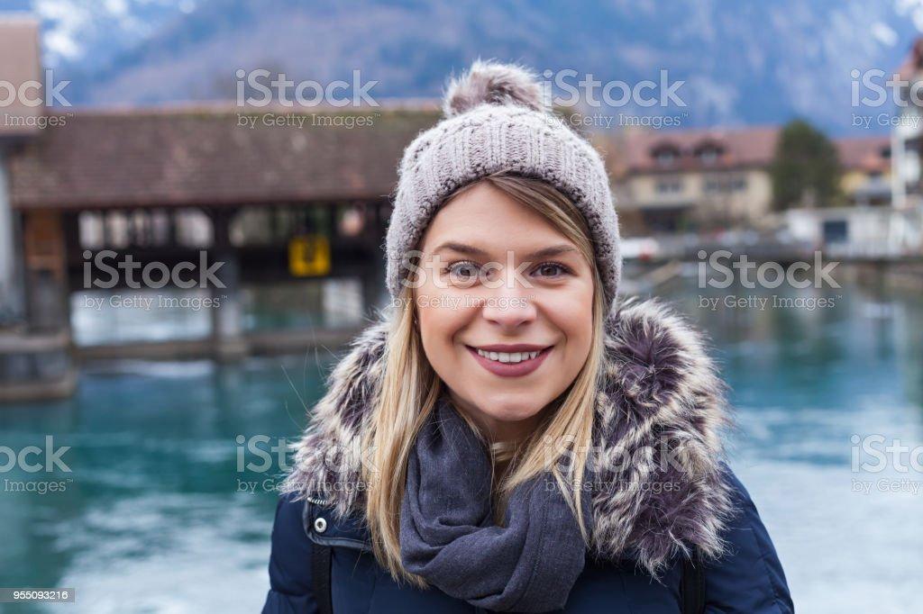 Lächelnde Touristen in Interlaken, Schweiz – Foto