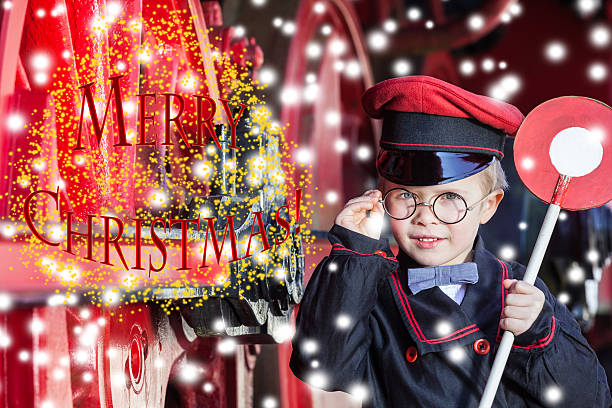 lächelnd zugschaffner jungen im winter-merry christmas-englische redewendung - abschiedswünsche stock-fotos und bilder
