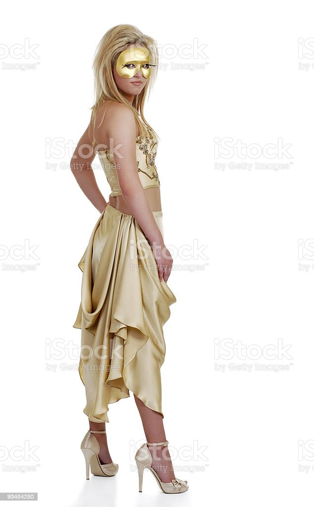 Lächelnde Frau in die Goldene Maske Lizenzfreies stock-foto
