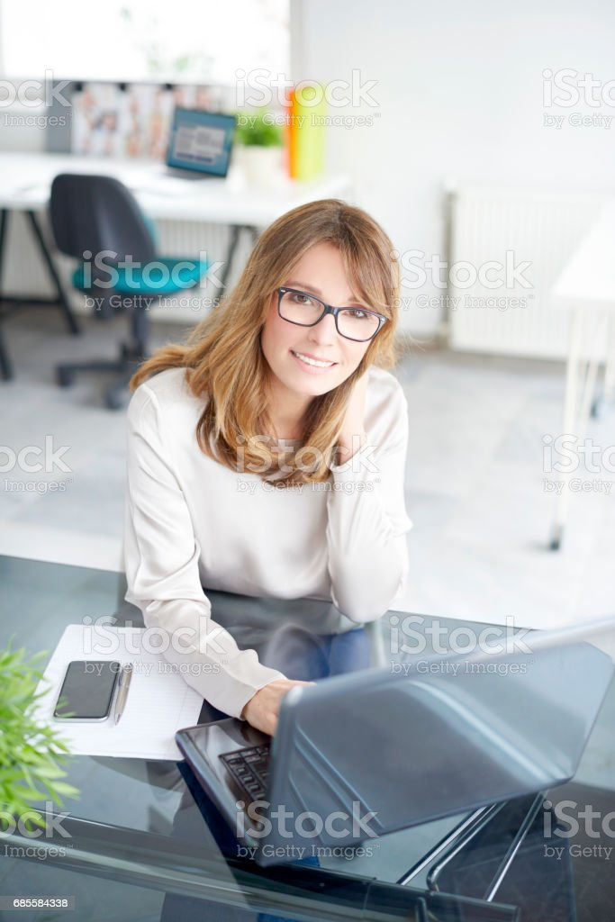 Smiling woman in the office 免版稅 stock photo
