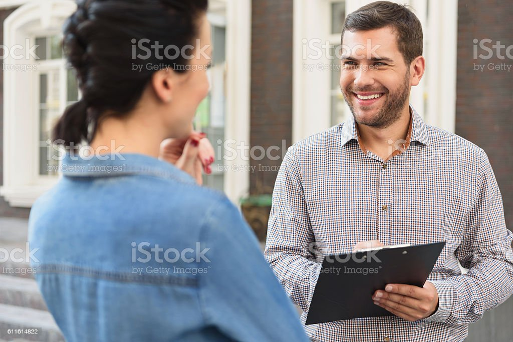 Smiling woman meeting with realtor – Foto