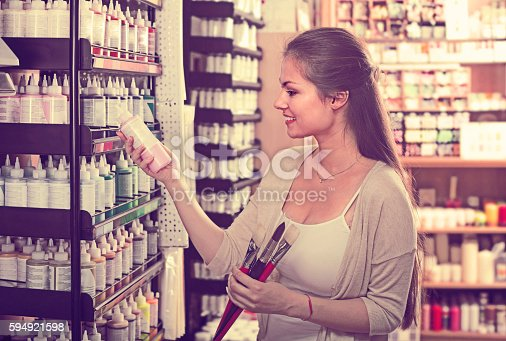 594918592 istock photo Smiling woman shopping various color in tube 594921598