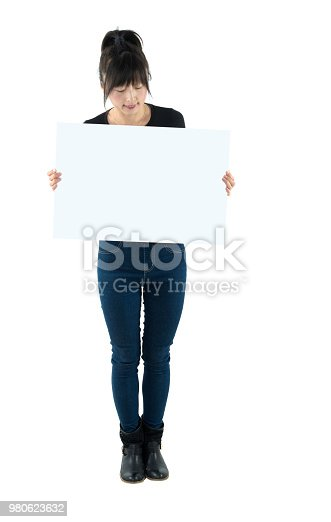 157609352 istock photo Smiling woman with a blank board 980623632