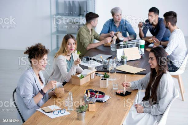 Smiling women eating lunch picture id933454244?b=1&k=6&m=933454244&s=612x612&h=mdw8tcr066pmpp8fxco1qjqz1h62ximiuthlhnfuwoq=