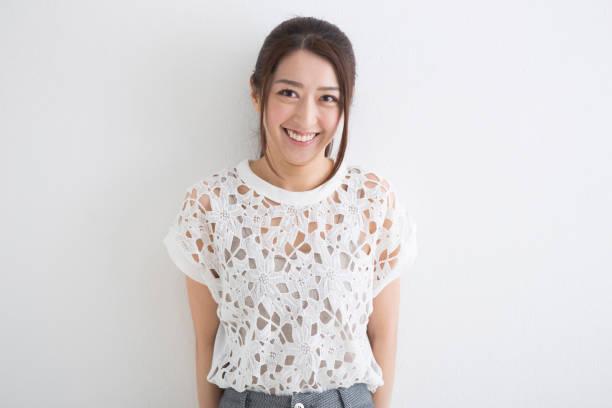 笑顔の女性 - スタジオ 日本人 ストックフォトと画像