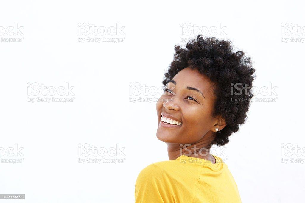 Lächelnde junge schwarze Frau Wegsehen – Foto