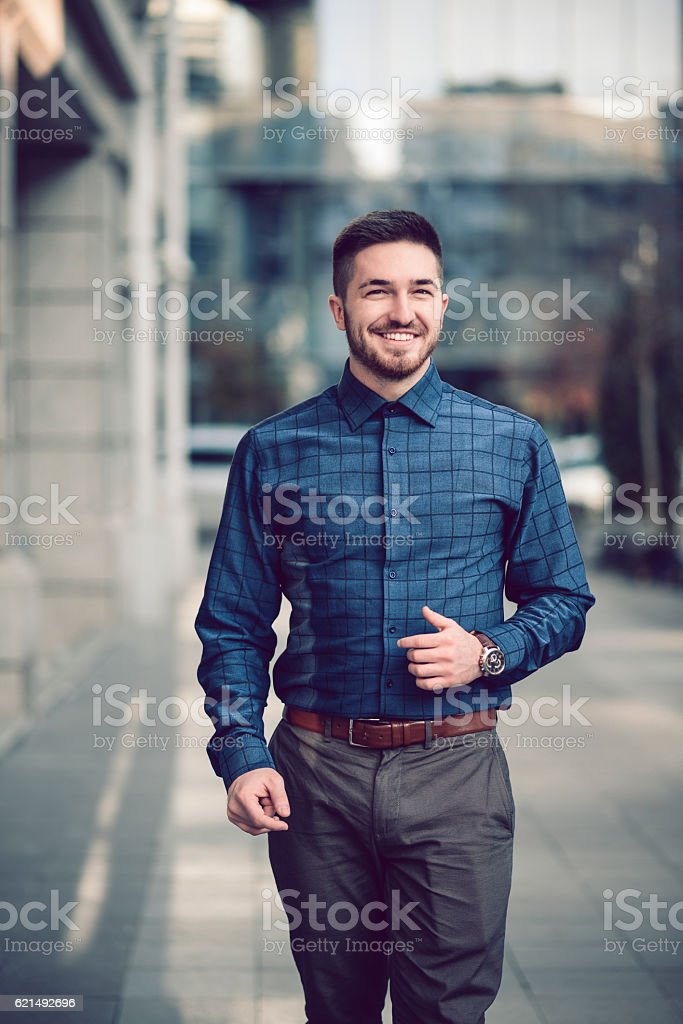 Smiling Young Businessman Walking on the City Street foto stock royalty-free