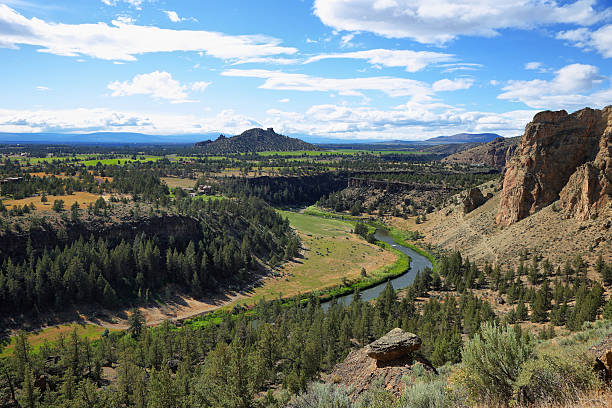 Smith Rock Park Crooked river from Misery Ridge in Smith Rock Park, Oregon oregon us state stock pictures, royalty-free photos & images