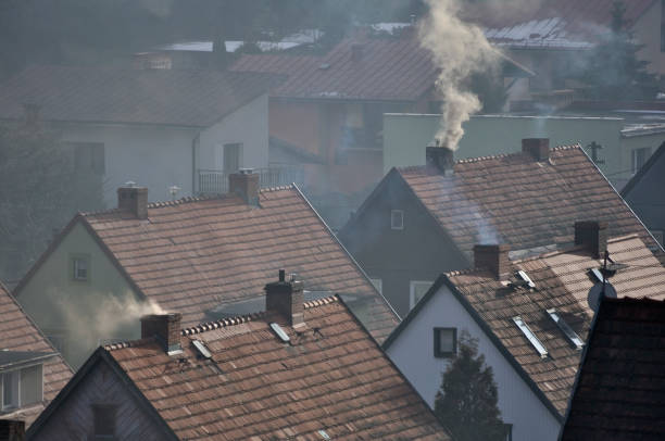 smog nad domami - smog stockfoto's en -beelden