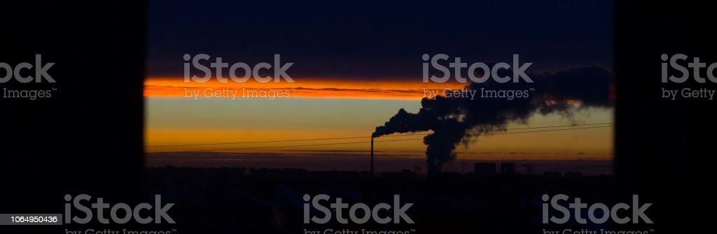 humo de la chimenea, el eructo banner - foto de stock