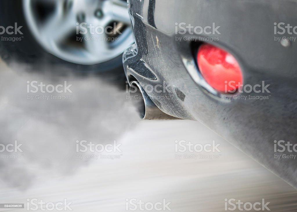 smoke car pipe exhaust - foto de stock