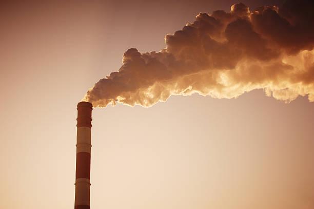 rauch der kamin - gaskamin stock-fotos und bilder