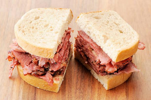 geräuchertes fleisch-sandwich - roast beef sandwich stock-fotos und bilder