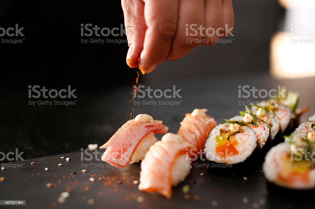 スモークサーモンの握り寿司ます。 ストックフォト