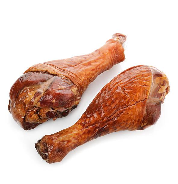 geräucherter truthahn beine - hühnerkeulen stock-fotos und bilder