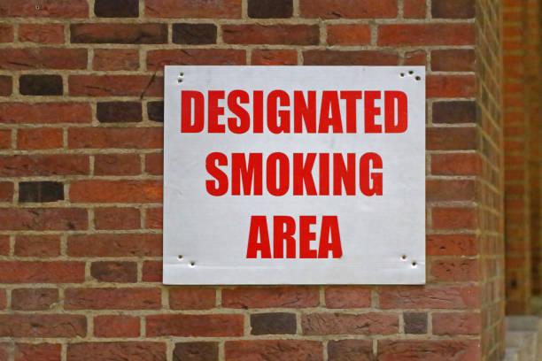 área específica para fumar - locais geográficos - fotografias e filmes do acervo