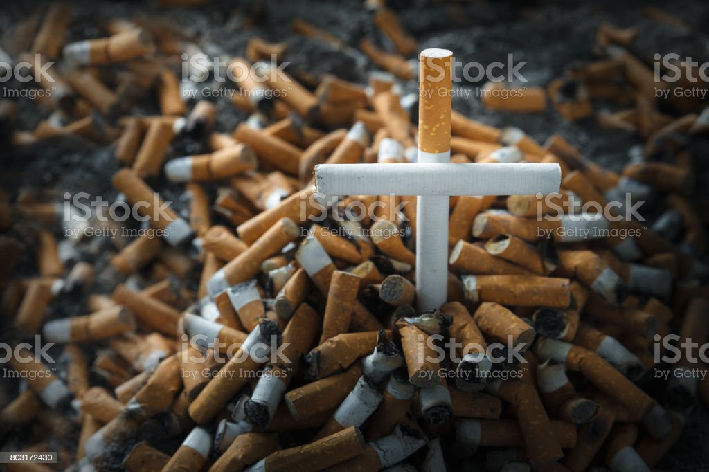 Fumar mata - foto de acervo