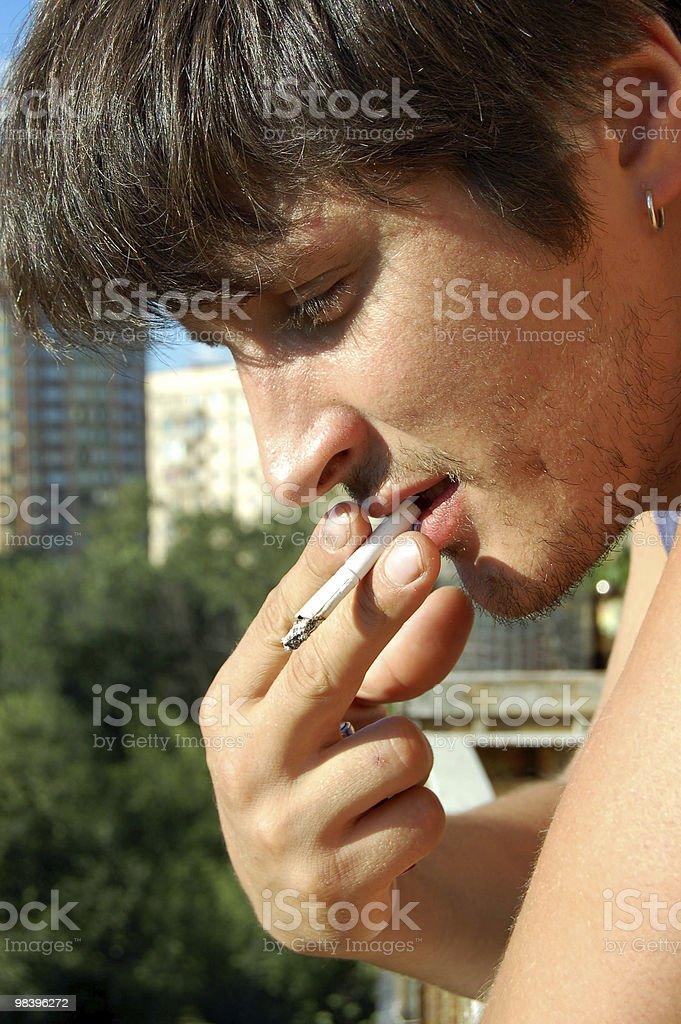 Fumatori di uomo foto stock royalty-free