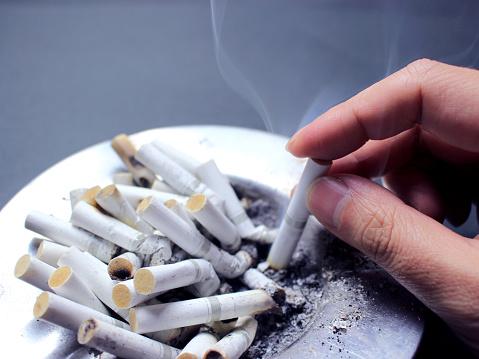 Nikotinsucht Stock Fotos | + Nikotinsucht Bilder | Fotosearch