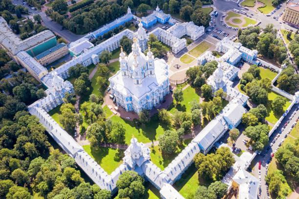 smolny cathedral in sint-petersburg, rusland luchtfoto - neva stockfoto's en -beelden