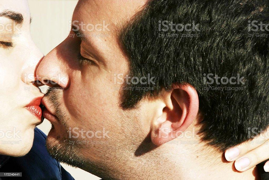 smooch dating baveći se izlaskom s oženjenim muškarcem
