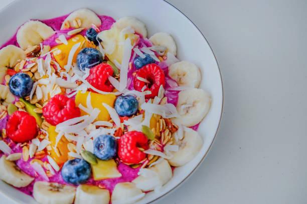 smoothie-schüssel-frühstück - kaktusfrucht stock-fotos und bilder