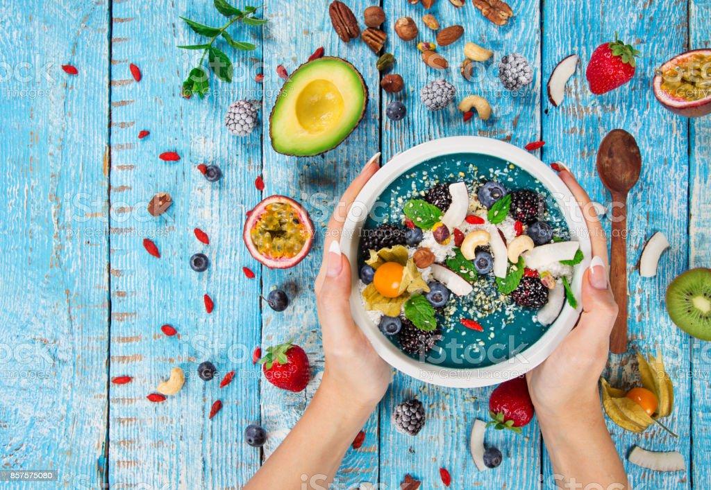 新鮮な果実、ナッツ、種子、果物、野菜のスムージー ボウル ストックフォト