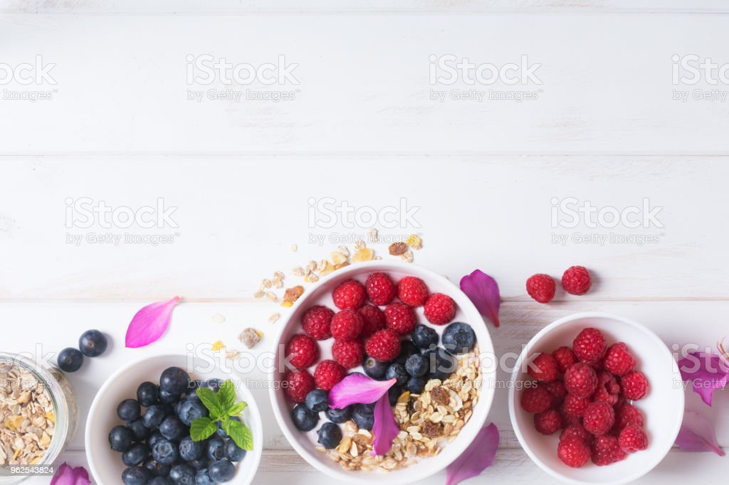 Smoothie bowl with yogurt, fresh berries and cereal - Royalty-free Antioxidant Stock Photo