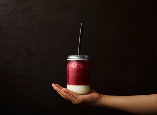 - smoothie  - einmachglassmoothie stock-fotos und bilder