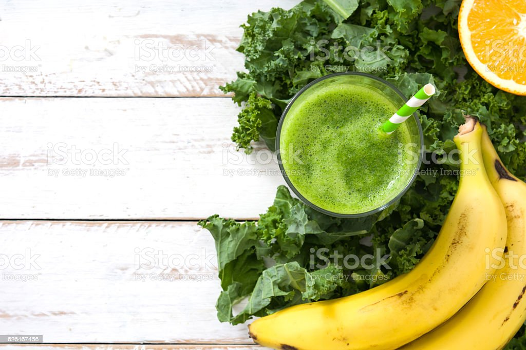 Smoothie with kale, banana and orange - foto de acervo