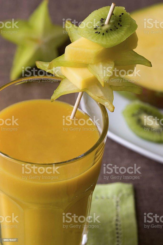 Frappè con frutta tropicale foto stock royalty-free