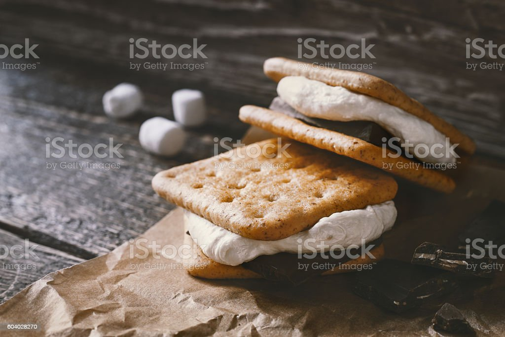 Smores on the parchment  on the  wooden table – Foto