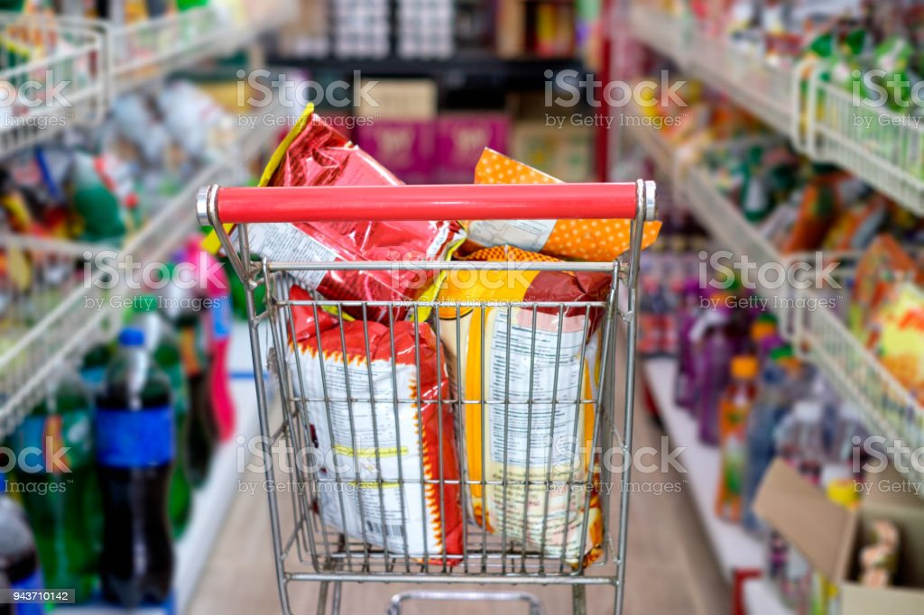 Snack-packs in Warenkorb im Shop – Foto