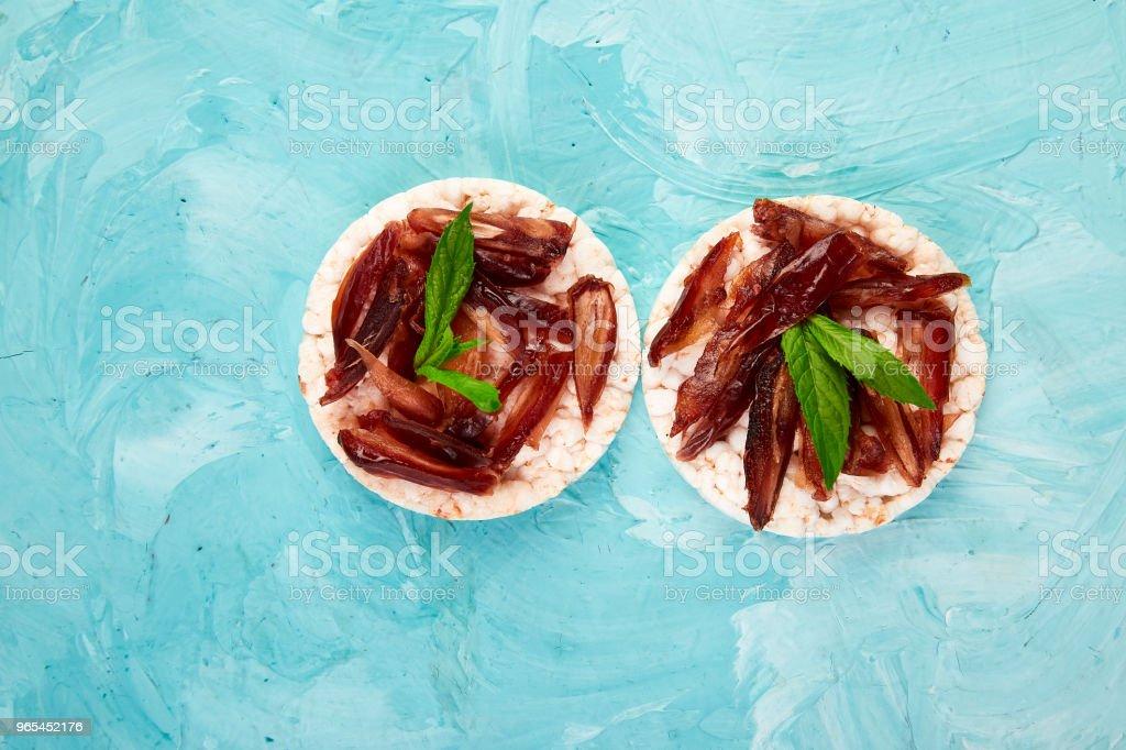 Snack with rice crispbread and fresh fruits zbiór zdjęć royalty-free