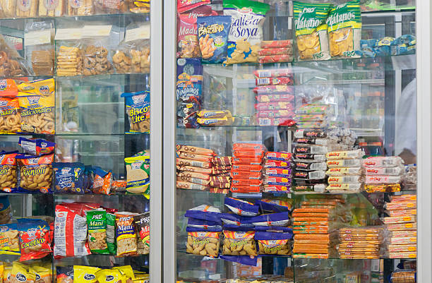 snacks in cafeteria - university san jose, costa rica - gemaksvoedsel stockfoto's en -beelden