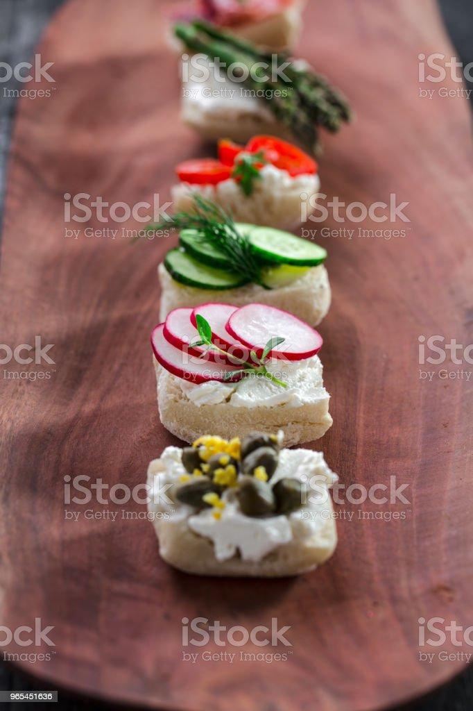 Snacks auf einem Holzbrett - Lizenzfrei Bildhintergrund Stock-Foto