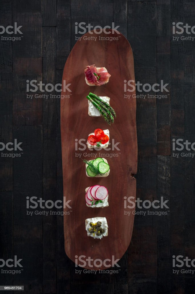 snacks on a wooden board zbiór zdjęć royalty-free