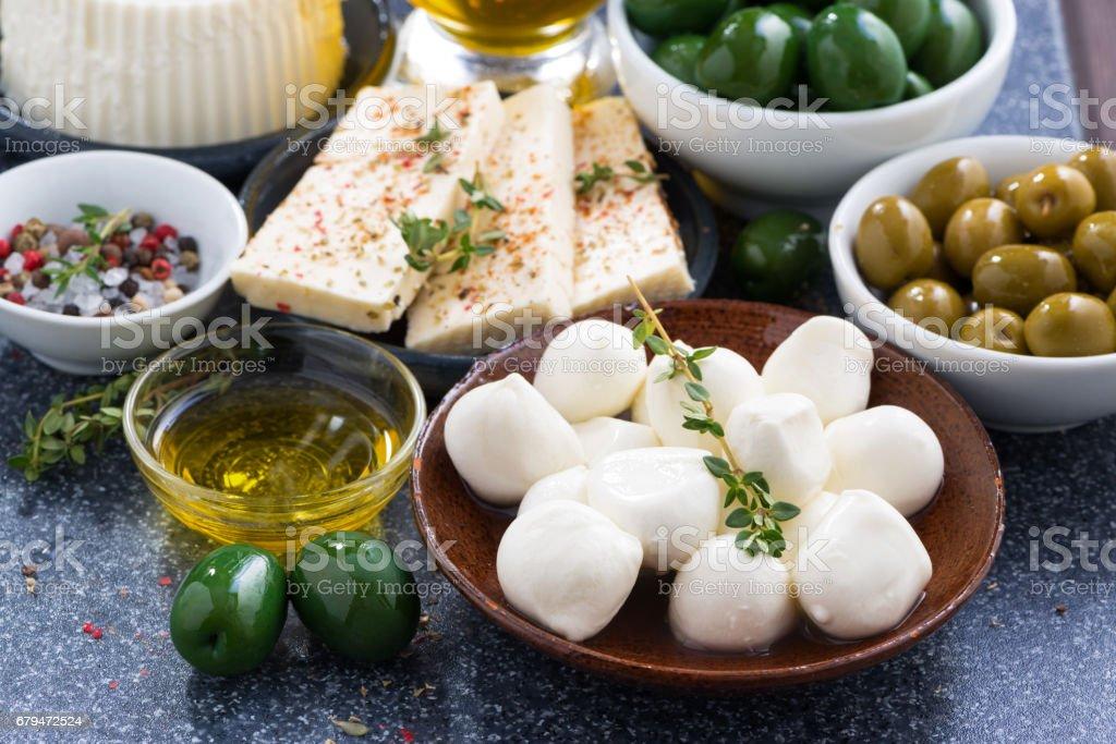 小吃-軟乾酪和泡菜, 特寫 免版稅 stock photo