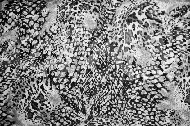 Estampado con textura de serpiente en el material de moda. Tendencias del año. - foto de stock