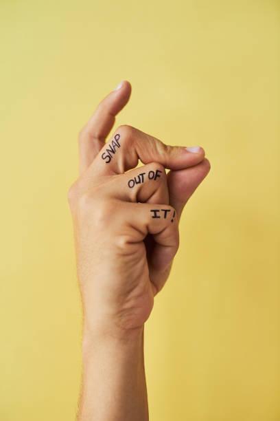 snap aus ihm heraus! - tattoo ideen stock-fotos und bilder