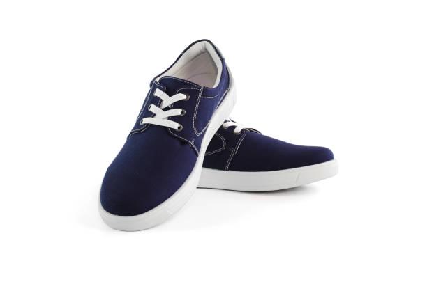 Sneakers blau Schuhe isoliert auf weißem Hintergrund mit Beschneidungspfad – Foto