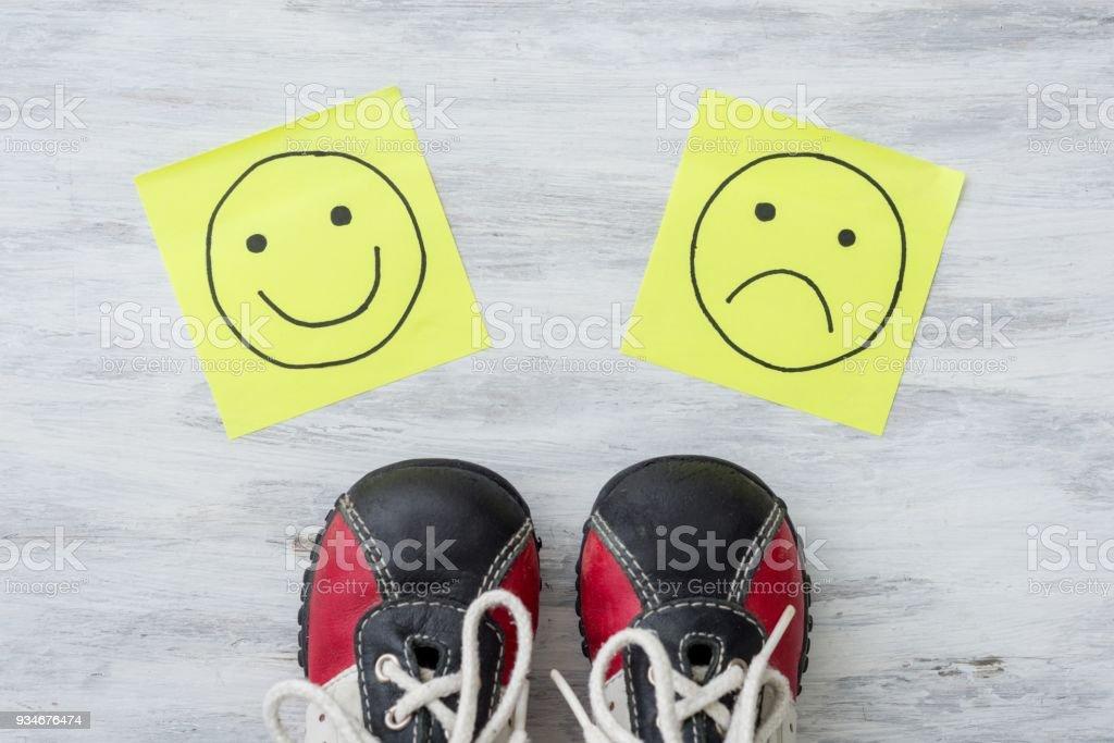 De Deporte Felices Y Opción Zapatillas Mano Tristes Foto Emoticonos TKFJlc1