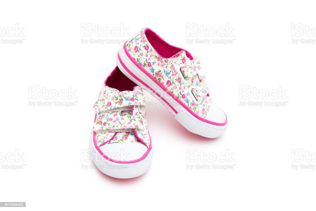 0daacca8ce5a0 Espadrilles pour petite fille en fleurs et de couleur rose sur fond blanc.  Mode photo