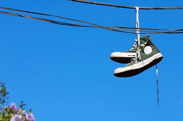 sneaker - kabelschuhe stock-fotos und bilder